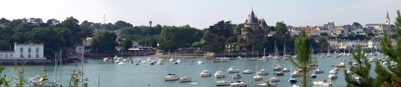 Panoramique : Le Château et La plage du Château vue de Gourmalon